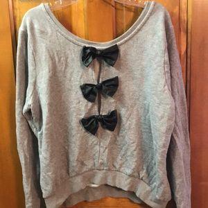 Black bow sweatshirt - 2X - Forever21